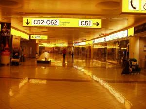Vienna_Airport_at_night_by_diesterne