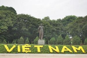 Statue of Lenin in Pho Tran Nhan Tong ( Lenin Park ) in Hanoi