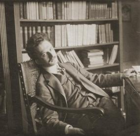 gyorgy-lukacs in his library