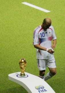 zinedine zidane passing trophy