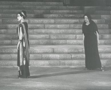 Κάκια Παναγιώτου (Κλυταιμνήστρα), Άννα Συνοδινού (Ηλέκτρα). 1961