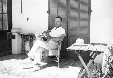 Thomas_Mann_in_Sanary-sur-Mer_1933_