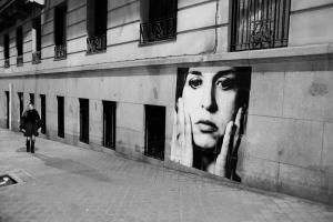 Tina Modotti en la calle Altamirano.